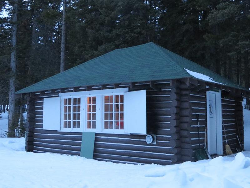 cameron-lake-cabin-at-waterton-lakes-national-park-2